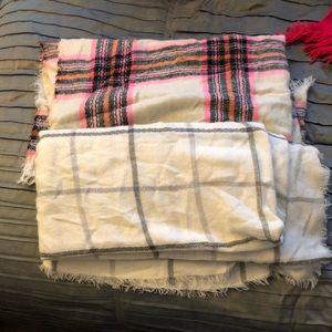 Set of 2 Old Navy Blanket Scarves